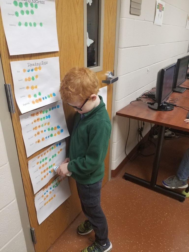 Students monitoring their progress on completing lessons on Reading Eggs.