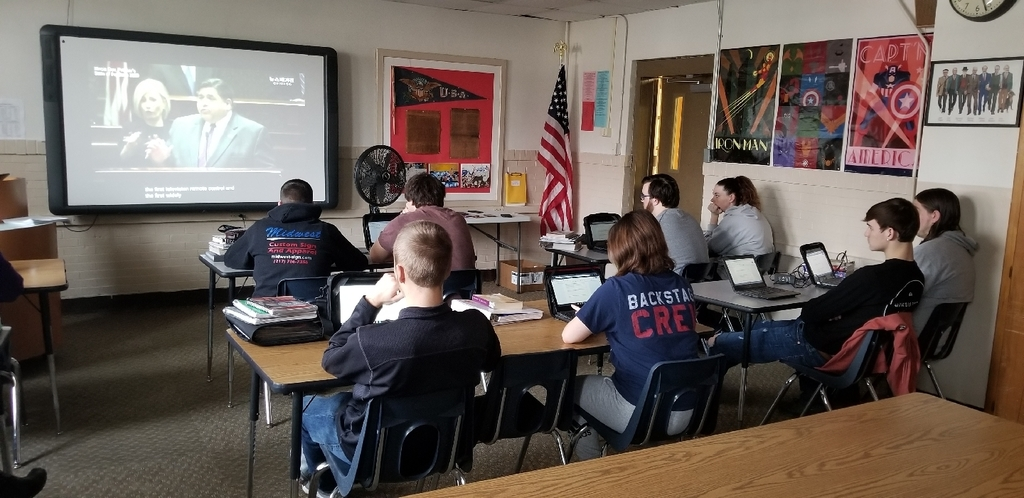 students watching the State of the 2020 State address